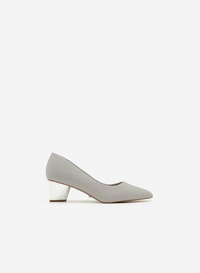 Giày Bít Gót Vuông BMN 0272 - Màu Xám Nhạt