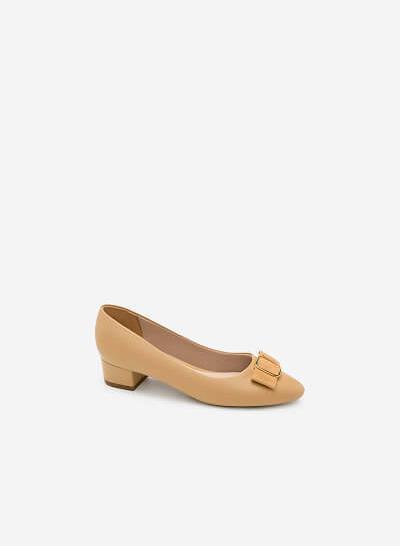 Xem sản phẩm Giày Bít Mũi Đính Khóa - BMN 0315 - Màu Be