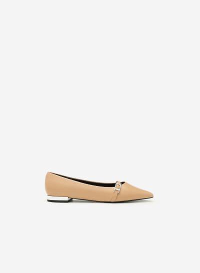 Giày Bít Mũi Trang Trí Khóa Cài - BMN 0318 - Màu Be - VASCARA