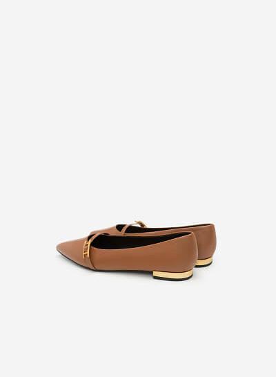 Giày Bít Mũi Trang Trí Khóa Cài - BMN 0318 - Màu Nâu - VASCARA