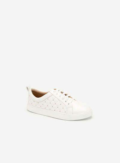 Giày Sneaker Chần Bông Đính Kim Loại - SNK 0026 - Màu Trắng - vascara.com
