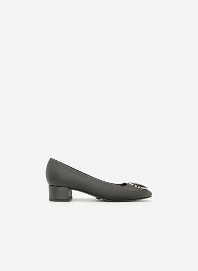 Giày Bít Gót Vuông Đính Kim Loại - BMN 0362 - Màu Xám - VASCARA