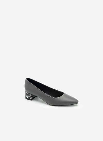 Giày Bít Gót Trụ Trang Trí Vân Da Rắn - BMN 0461 - Màu Xám