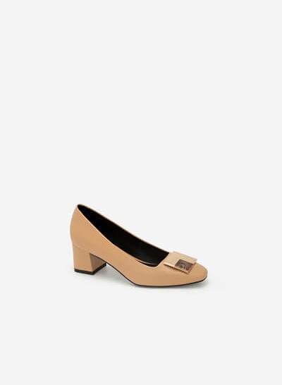 Giày Bít Trang Trí Kim Loại Phối Mộc - BMN 0400 - Màu Be