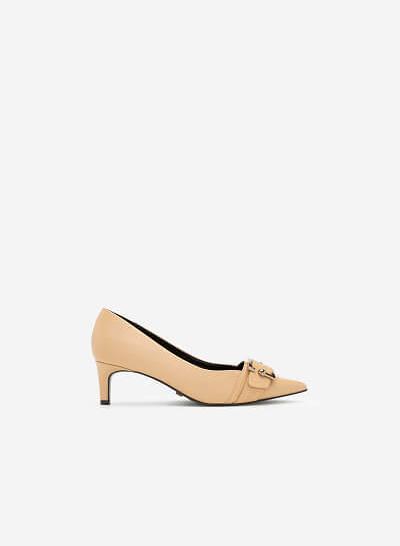 Giày Bít Mũi Nhọn Trang Trí Khóa Cài - BMN 0403 - Màu Be - VASCARA