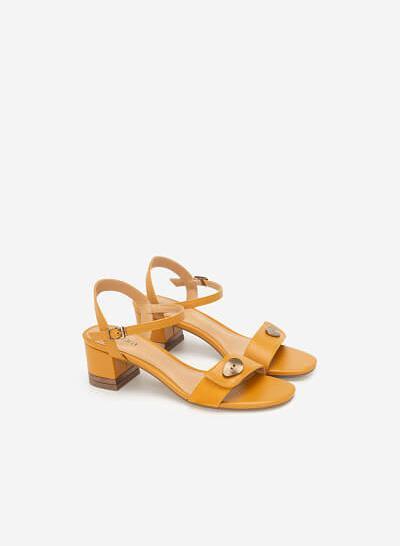 Giày Sandal Quai Phối Nubuck Trang Trí Kim Loại - SDN 0665 - Màu Vàng Đậm - VASCARA