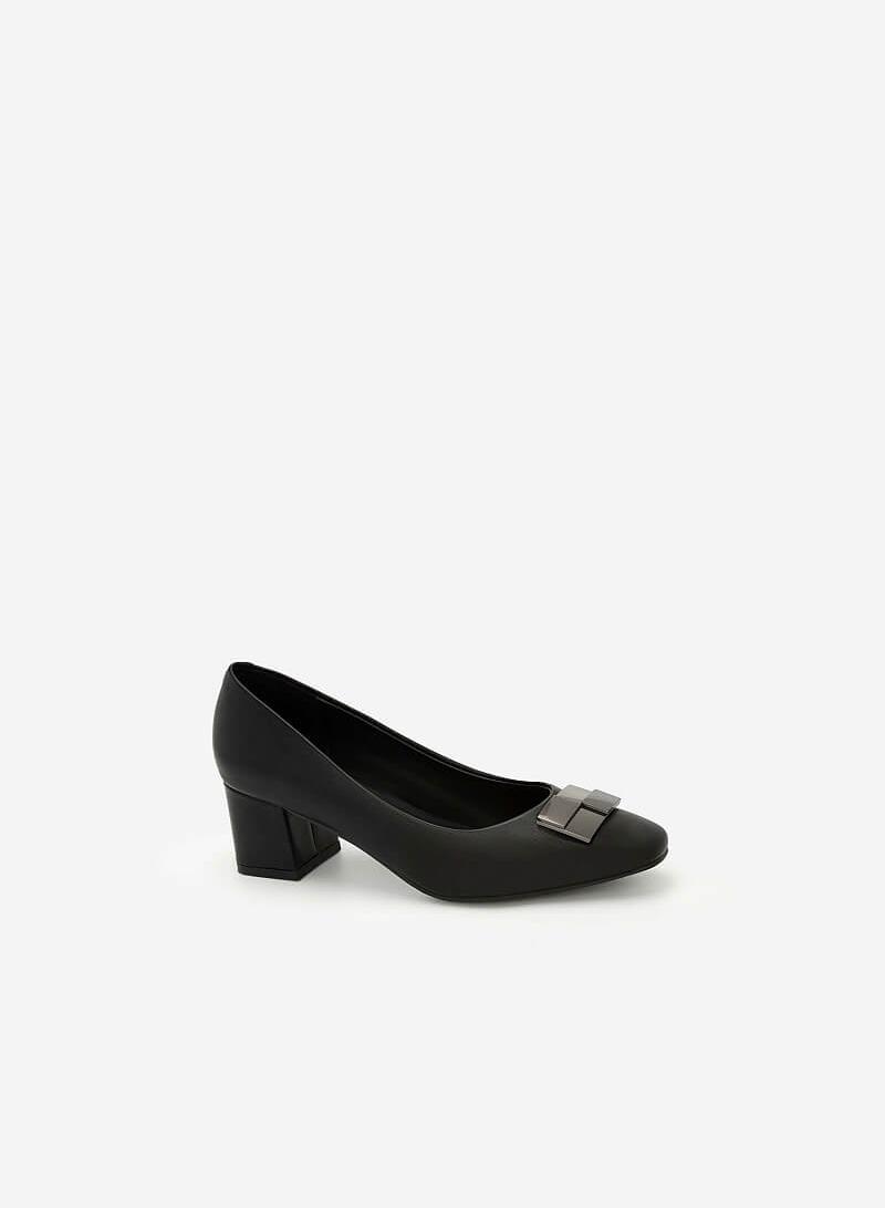 Giày Bít Mũi Đính Kim Loại - BMN 0427 - Màu Đen - VASCARA