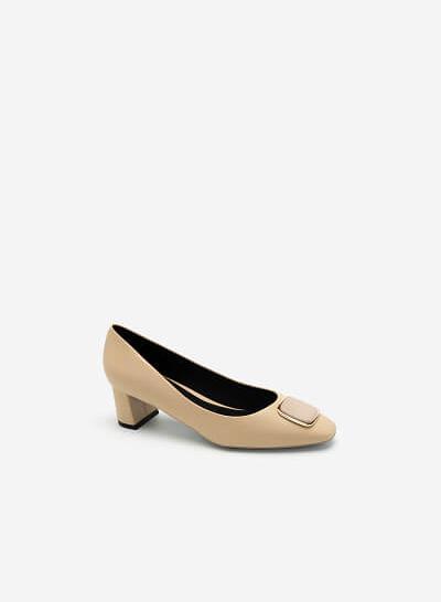 Giày Bít Mũi Nhọn Đính Trang Trí Vân Da Kỳ Đà - BMN 0446 - Màu Be - VASCARA