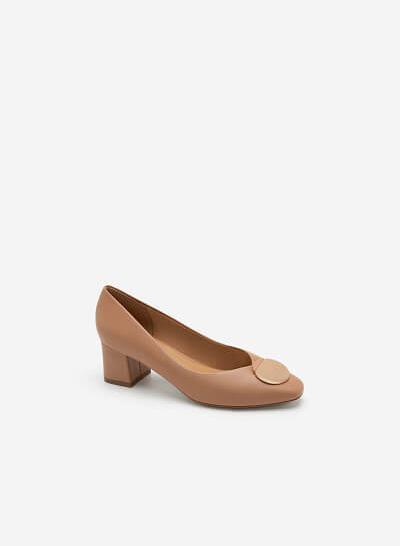 Giày Gót Vuông Phối Khóa Cài Hình Tròn - BMN 0454 - Màu Be Đậm