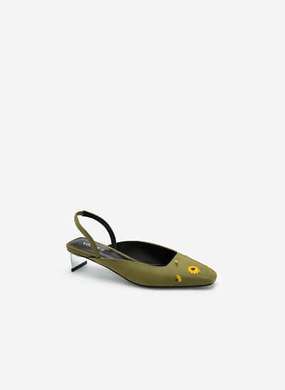 Giày Slingback Thêu Hoa Cúc - BMN 0453 - Màu Xanh Lá