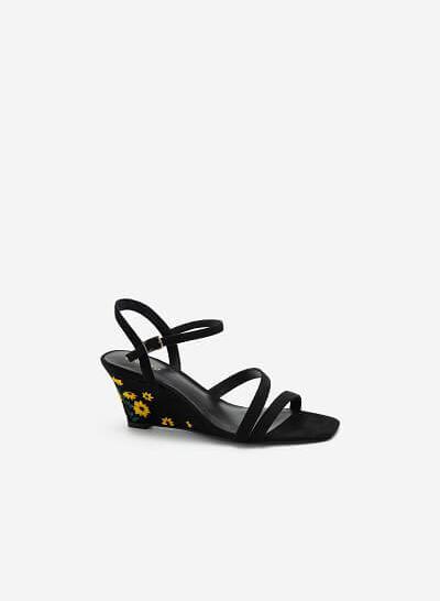 Giày Đế Xuồng Quai Mảnh Gót Thêu Hoa Cúc - SDX 0424 - Màu Đen