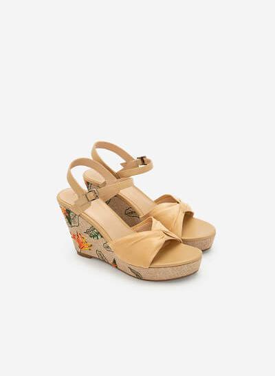 Giày Đế Xuồng Satin Thêu Họa Tiết Nhiệt Đới - SDX 0422 - Màu Be - VASCARA