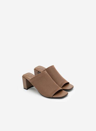 Guốc Mule Vải Knit Wide-Strap - GNN 0155 - Màu Be Đậm - VASCARA