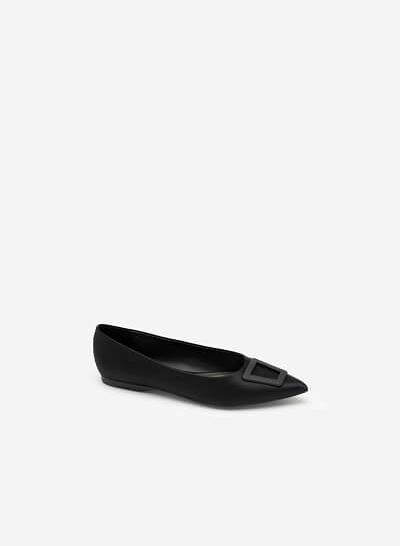 Giày Mũi Nhọn Satin Trang Trí Khóa Cài Trapezium - GBB 0420 - Màu Đen
