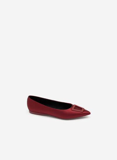 Giày Mũi Nhọn Satin Trang Trí Khóa Cài Trapezium - GBB 0420 - Màu Đỏ Đậm