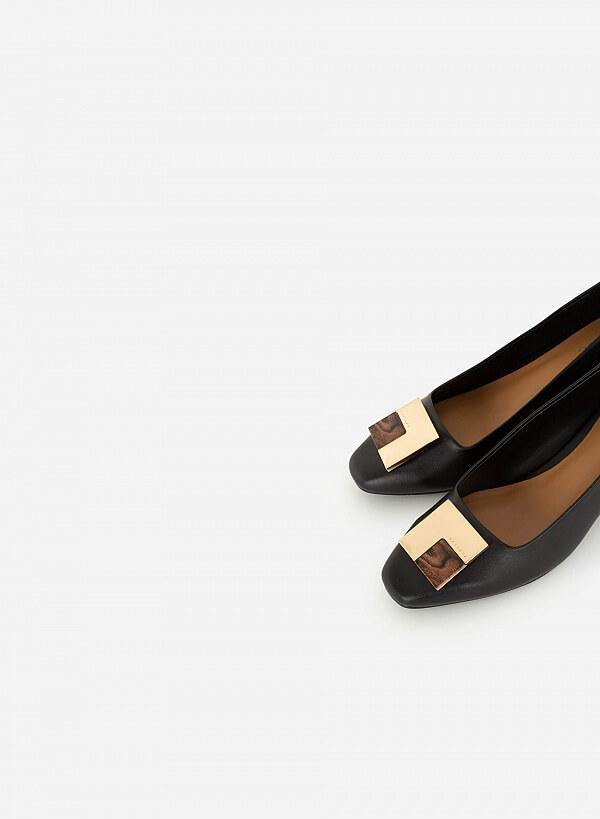 Giày Bít Trang Trí Kim Loại Phối Mộc - BMN 0400 - Màu Đen - VASCARA